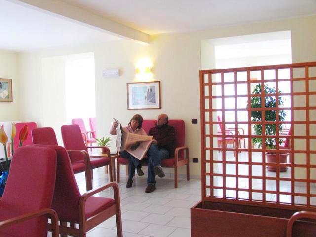 Galleria interni casa di riposo per anziani villa clorina for Immagini interni casa